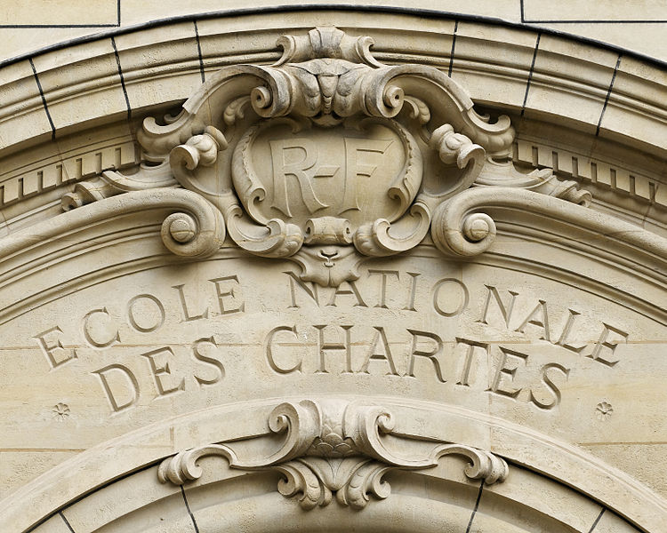 750px-Pediment_Ecole_nationale_des_Chartes_Sorbonne