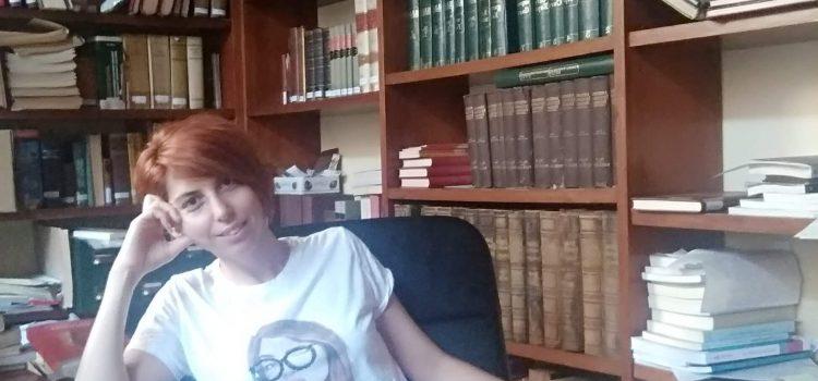 Ester Angulo bibliotecaria en Acadèmia de Bones Lletres en Barcelona